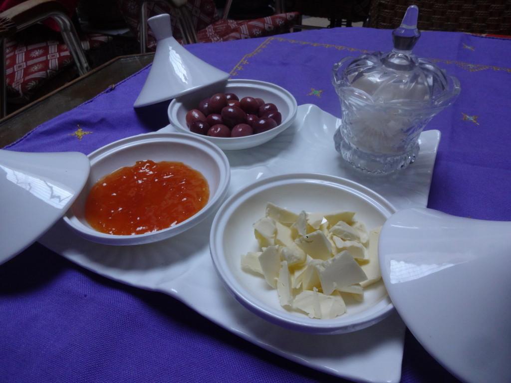 Kultura tažinu se promítla i do servírování snídaně.