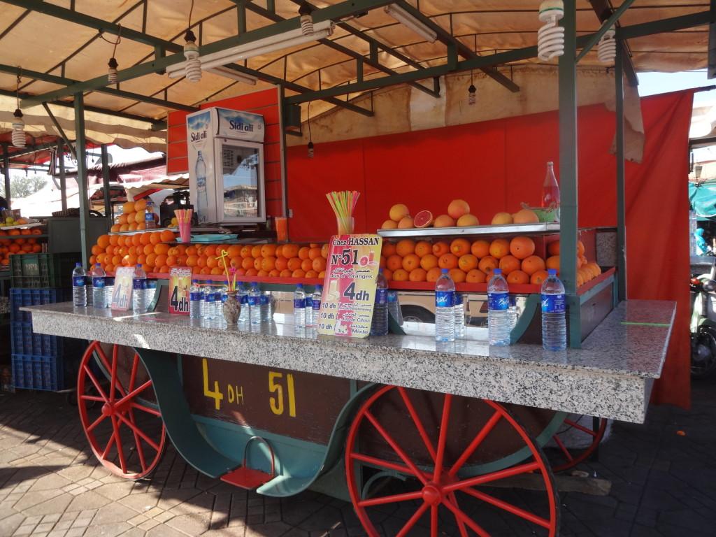 Čerstvě vymačkaný pomerančový džus za 10 Kč!